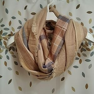 Plaid scarf with raw hem Infinity